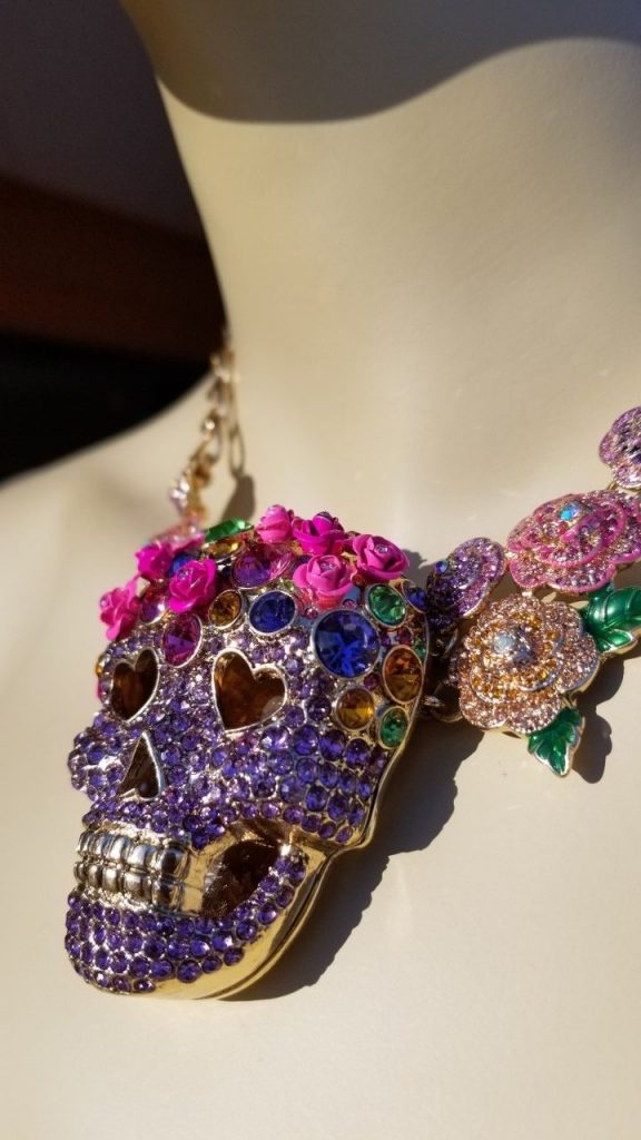 NWT HTF Large Betsey Johnson Sugar Skull Purple Statement Necklace