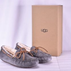 Buy Best Women's Ugg  5612W/CHE Dakota Slippers Pewter