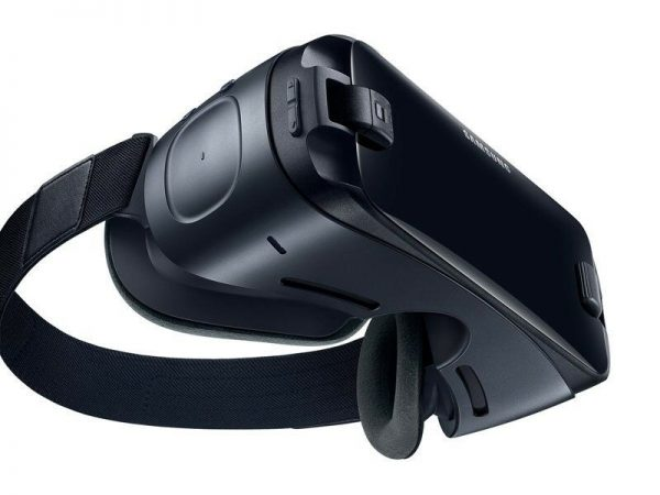 Samsung Gear VR 2017 with Controller powered by Oculus