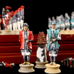 Chess Set History Theme of Japan'sWarring States Period Chess Sets Resin Doll Chess Pieces Wooden Board Game Chess Set Luxury