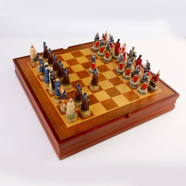 New Arrival Resin Doll Chess Game Russian Mongolia War Theme Chess Set Chinchakhan And The War Of The Principality Of Ross